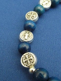画像3: 木玉とメタル製ロザリオブレスレット(聖ベネディクト 銀・青)